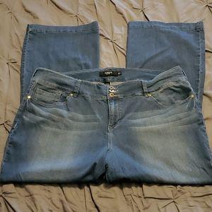 NWOT Torrid Super Stretch Flared Denim Jeans 26w